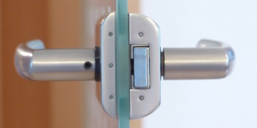 door-lock-123176_1280